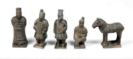 Lote formado por 5 esculturas chinas, representand