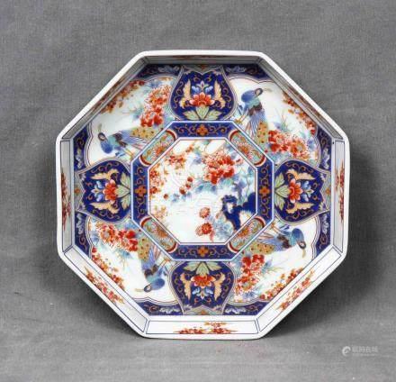 Plato octogonal en porcelana china, policromada y