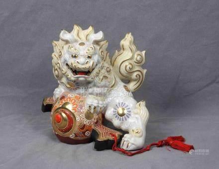 Antigua figura de dragón japonés, en porcelana pol