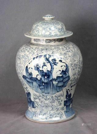 Tibor chino en porcelana policromada y decorada co