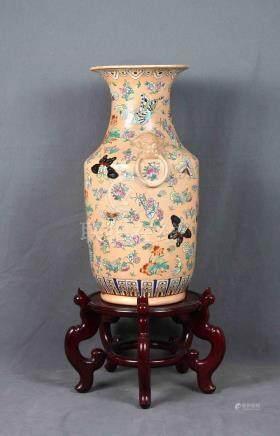 Gran jarrón chino en porcelana rosa decorada con m