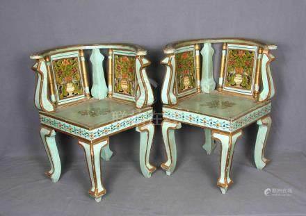 Pareja de sillas tailandesas en madera policromada