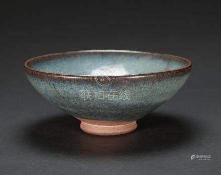 Yuan/Ming - A Jun Yao Celadon Glazed Bowl D: 17 cm