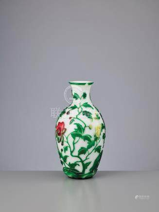 A FIVE-COLOR OVERLAY 'PEONY' GLASS VASE, TONGZHI MARK AND OF