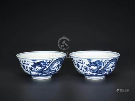 A PAIR OF BLUE AND WHITE 'DRAGON' BOWLS, MARKS AND PERIOD OF