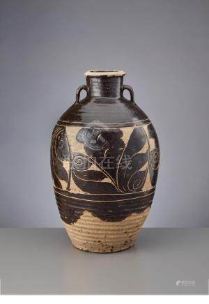 A VERY LARGE 'CIZHOU' SGRAFFIATO VASE WITH HANDLES, JIN DYNA