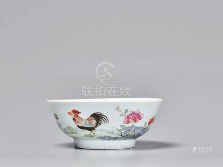 A FAMILLE ROSE 'COCKEREL EATING FLY' PORCELAIN BOWL, 18TH CE