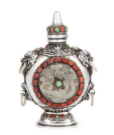 Parfümflakon Mongolei/China. Silber, mit Koralle, Türkis und Jade eingelegt. Im Zentrum Jade-