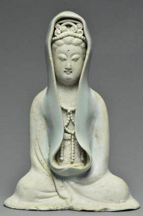 A SONG DYNASTY QINGBAI FIGURE OF GUANYIN AND BOX