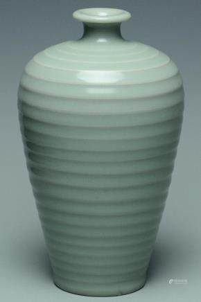 A SONG DYNASTY LONGQUAN CELADON MEIPING