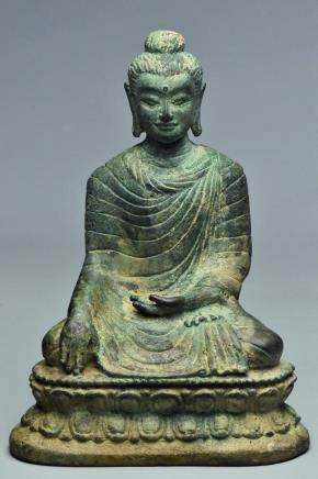 A TANG DYNASTY BRONZE FIGURE OF BUDDHA
