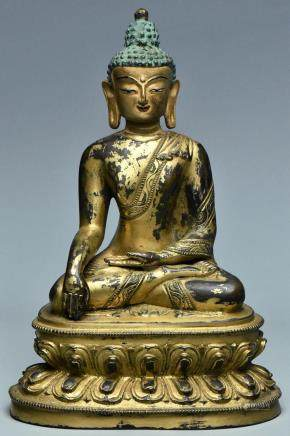 A SINO-TIBETAN GILT BRONZE FIGURE OF BUDDHA
