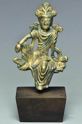 A TANG DYNASTY GILT BRONZE BUDDHA AND STAND