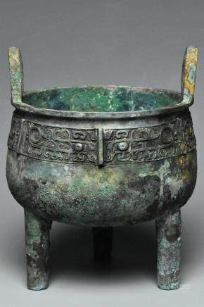 A SHANG DYNASTY BRONZE RITUAL FOOD VESSEL DING