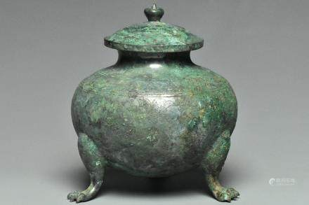 A RARE TANG DYNASTY BRONZE TRIPOD JAR AND COVER