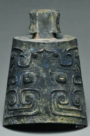 A SHANG DYNASTY BRONZE RITUAL BELL AND BOX