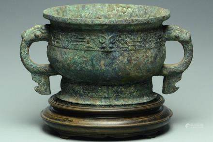 A WESTERN ZHOU BRONZE FOOD VESSEL GUI AND STAND