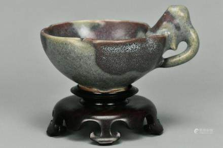 A JIN DYNASTY JUNYAO PURPLE SPLASHED CUP & STAND