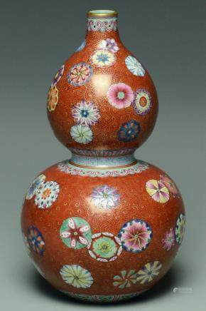 A QING DYNASTY VASE QIANLONG MARK AND PERIOD