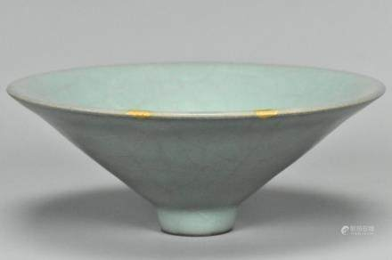 A GUAN CONICAL TEA BOWL