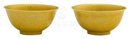 A pair of Chinese yellow glazed imperial bowls, with incised dragons on the outside, marked Daoguang, H 5,5 - ø 11,2 cm