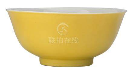 A Chinese imperial bowl, yellow glazed on the outside, with a Qianlong mark, H 7,5 - ø 16 cm