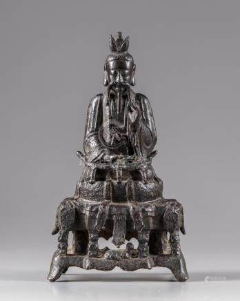 A CHINESE BRONZE FIGURE OF A DIGNITARY