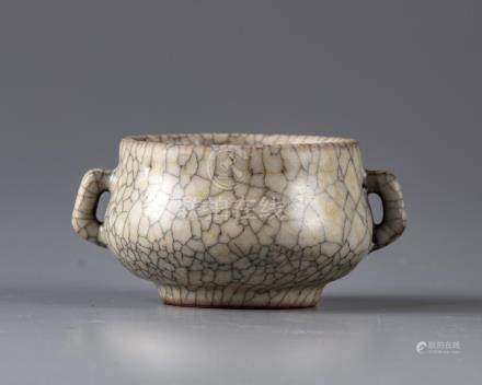 A SMALL CHINESE CRACKLE GLAZED BOWL