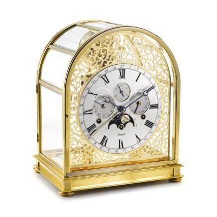 銅鎏金十五分鐘報時全日曆座鐘備月相顯示,年份約2001。