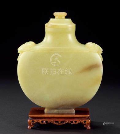 清 十八世纪黄玉瓶