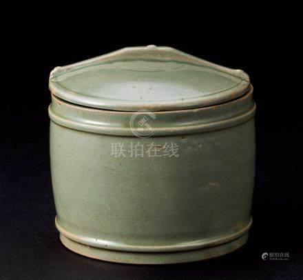 五代 越窑秘色釉盖罐