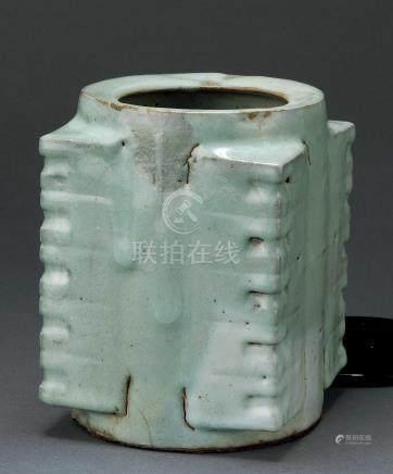 南宋 修内司官窑琮式瓶