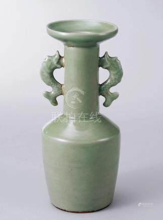 宋 龙泉窑双鱼耳瓶