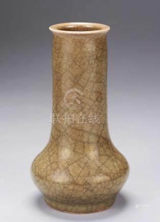 南宋 官式龙泉窑米色青磁直径瓶