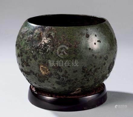 宋 犀皮剔犀座青铜建水 (一套)