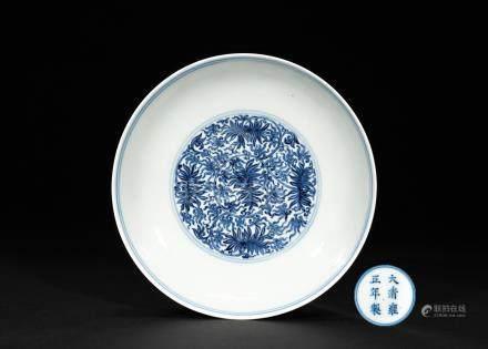 清雍正 青花苜蓿花卉紋盤