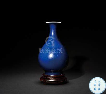 清雍正 祭藍釉玉壺春瓶
