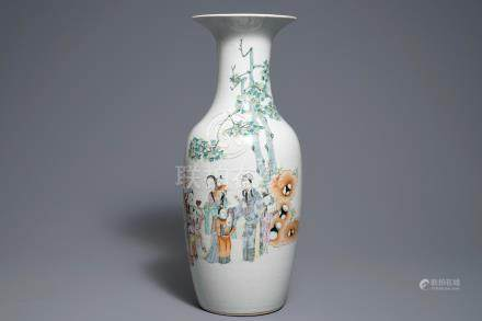 A Chinese qianjiang cai vase with figures in a landscape, 19/20th C.