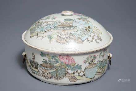 A round Chinese qianjiang cai tureen and cover, 19/20th C.