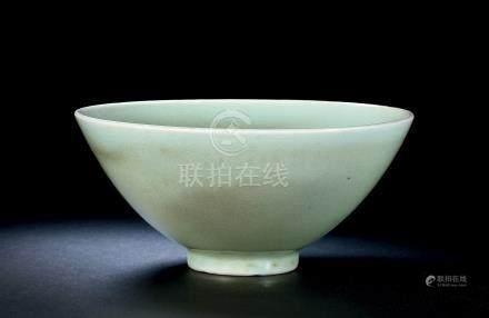 明早期处州龙泉窑粉青釉撇口碗