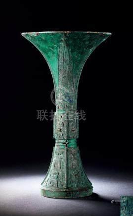 商晚期青铜饕餮纹觚