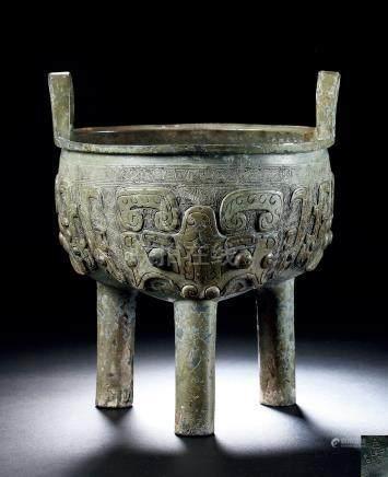商晚期青铜饕餮纹鬲鼎