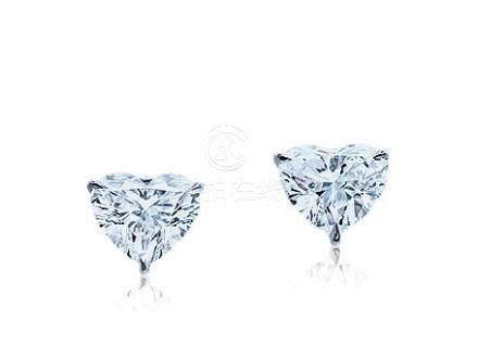1.08及1.06克拉D色鑽石耳環一對,淨度內部無暇