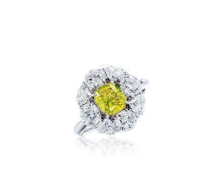 1.51克拉天然豔彩綠黃色鑽石配鑽石戒指