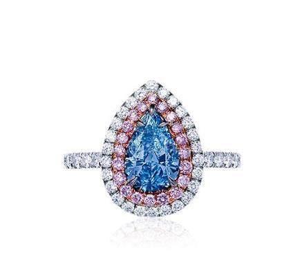 1.00克拉天然豔彩藍色鑽石配鑽石戒指