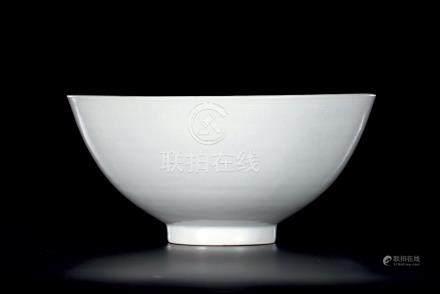 明早期白釉暗刻莲纹碗