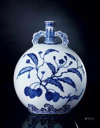 清雍正青花如意耳荔枝纹抱月瓶