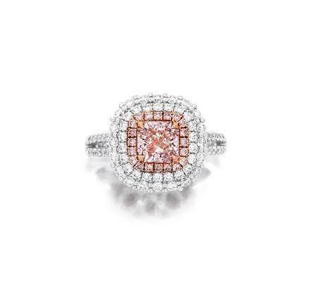 1.04克拉天然淡粉紅色鑽石配粉紅色鑽石及鑽石戒指
