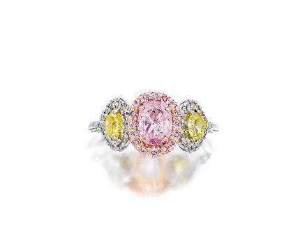 彩紫粉紅色鑽石配彩色鑽石及鑽石戒指