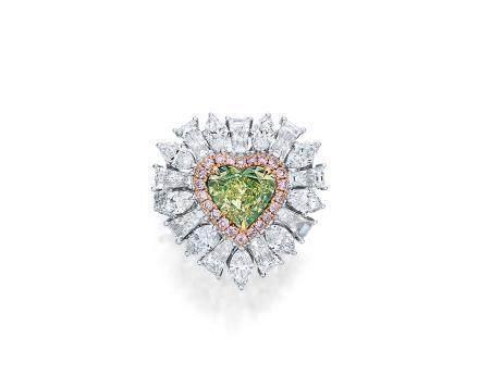 1.61克拉天然黃綠色鑽石配粉紅色鑽石及鑽石戒指